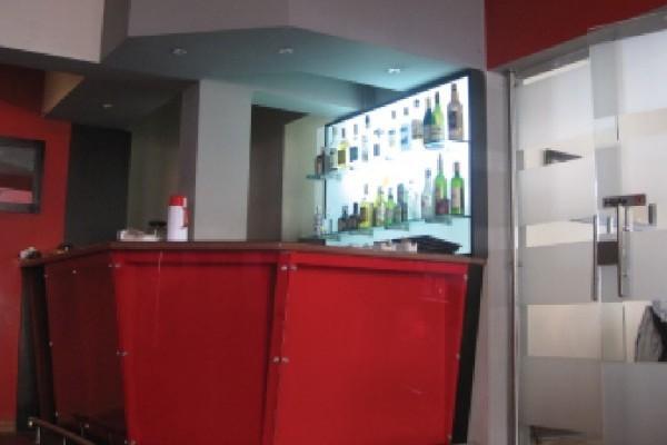 Bar. Fuente: hotelboutiquealma.com